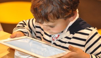 Tips for maintaining kids screen safe online this summer time