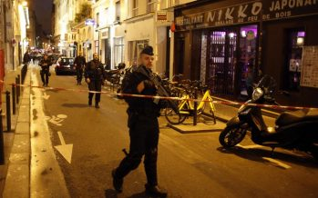 Man dies, others hurt in Paris stabbing attack