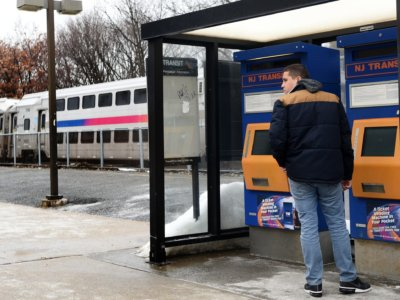 Commuters in distress as mobile vending machines stop working